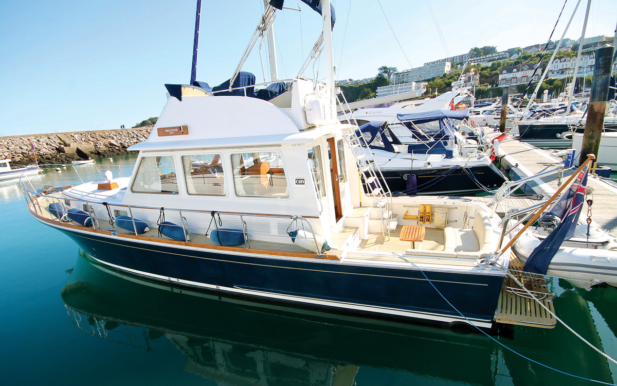 secondhand-boat-buyers-guide-best-45ft-flybridge-yachts-for-sale-Grand-Banks-43-East-Bay-exterior