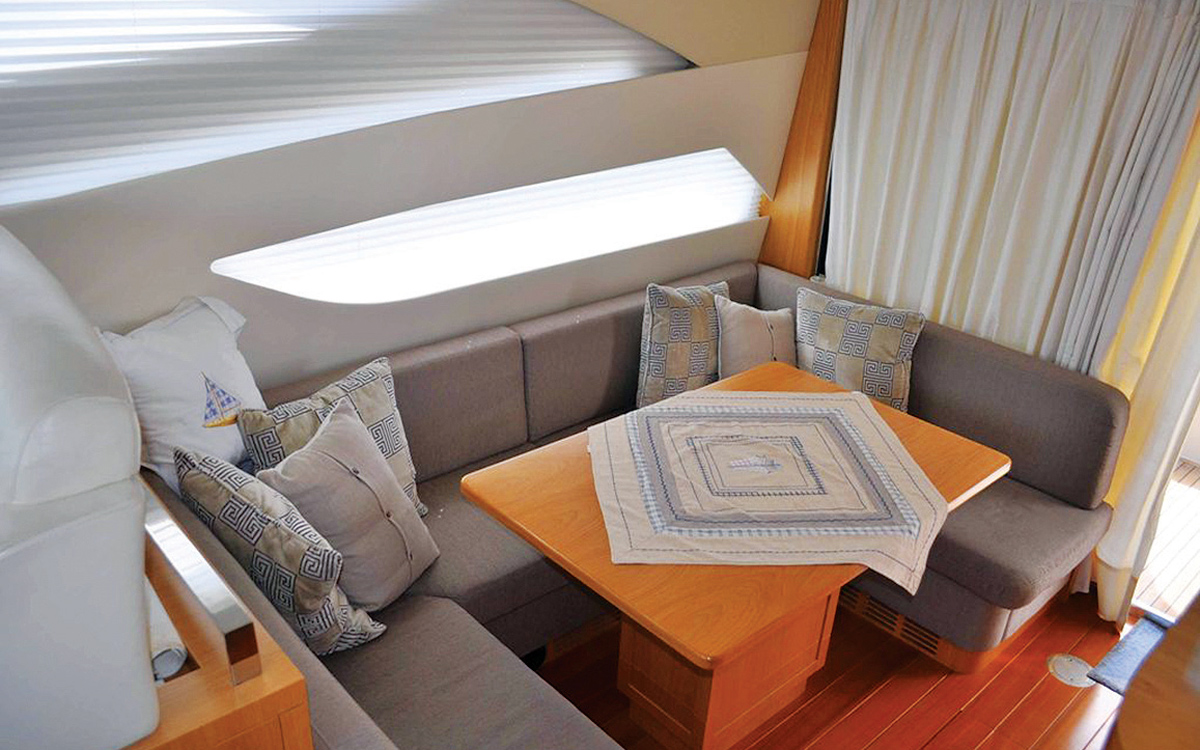 secondhand-boat-buyers-guide-best-45ft-flybridge-yachts-for-sale-Rodman-Muse-44-interior
