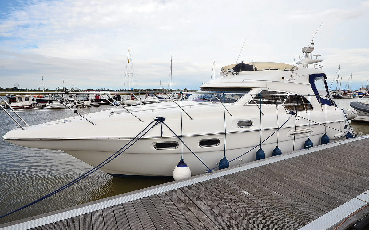 secondhand-boat-buyers-guide-best-45ft-flybridge-yachts-for-sale-Sealine-F43-exterior