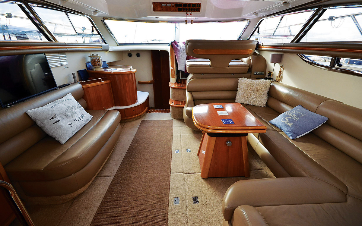 secondhand-boat-buyers-guide-best-45ft-flybridge-yachts-for-sale-Sealine-F43-interior