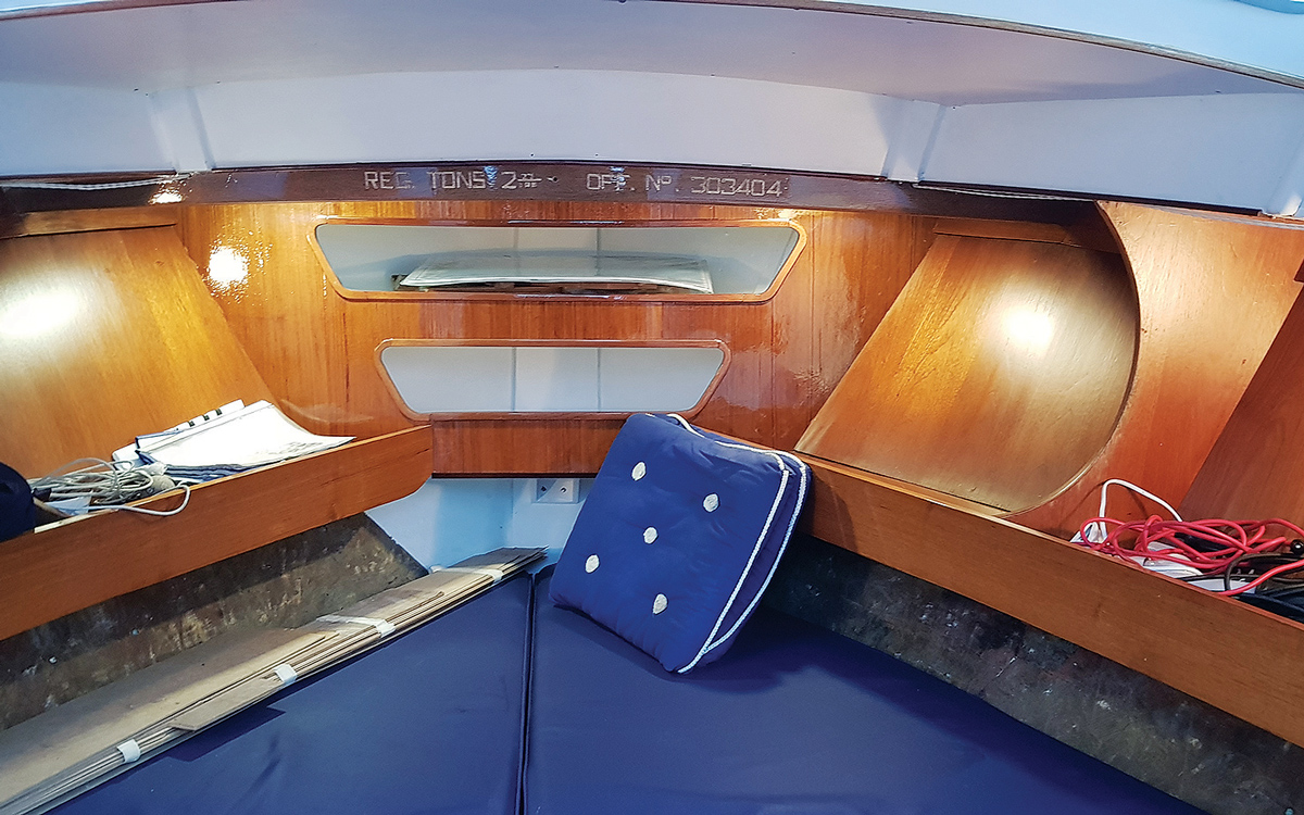 secondhand-boat-buyers-guide-best-under-40000-Campbell-Christina-mk6-interior-bow