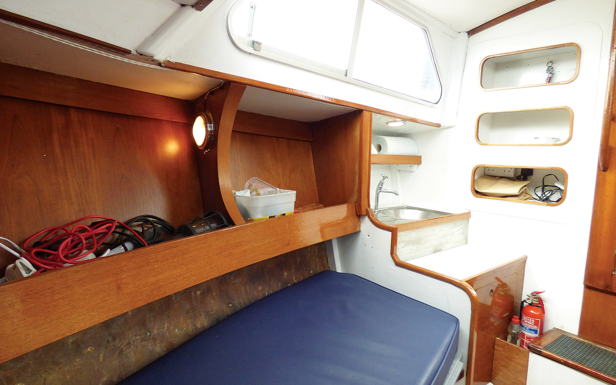 secondhand-boat-buyers-guide-best-under-40000-Campbell-Christina-mk6-interior