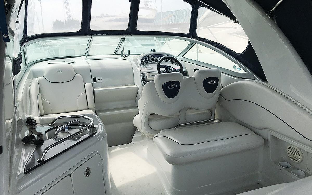 secondhand-boat-buyers-guide-best-under-40000-Crownline-270-interior-helm