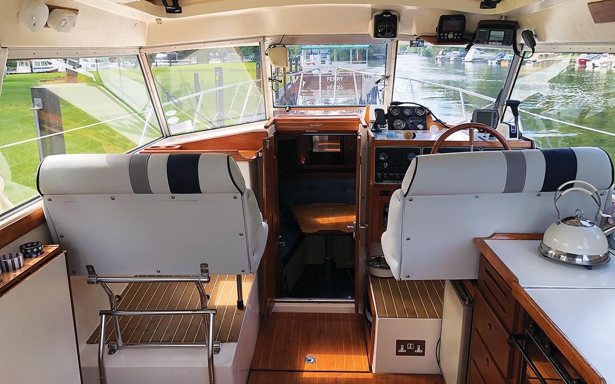 secondhand-boat-buyers-guide-best-under-40000-Nimbus-3000-interior-helm