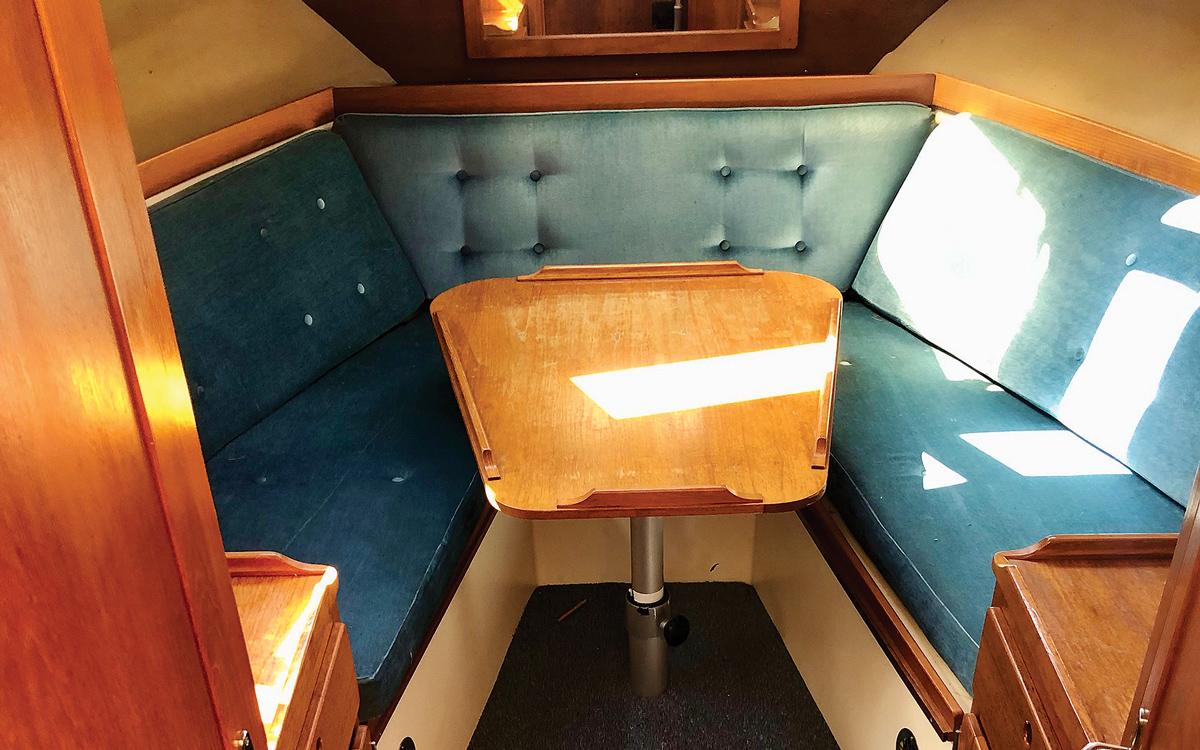 secondhand-boat-buyers-guide-best-under-40000-Nimbus-3000-interior
