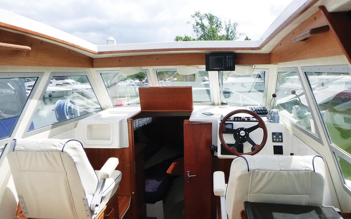 secondhand-boat-buyers-guide-best-under-40000-Saga-26-interior-helm