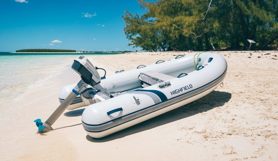 ePropulsion-Spirit-1.0-Plus-electric-outboard-motor-beach