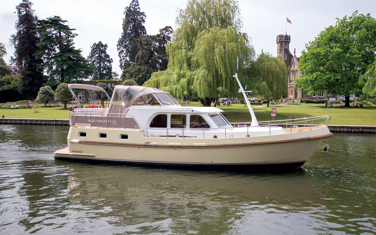 best-riverboats-secondhand-boat-buyers-guide-Aquanaut-Drifter-CS1300-AK-exterior