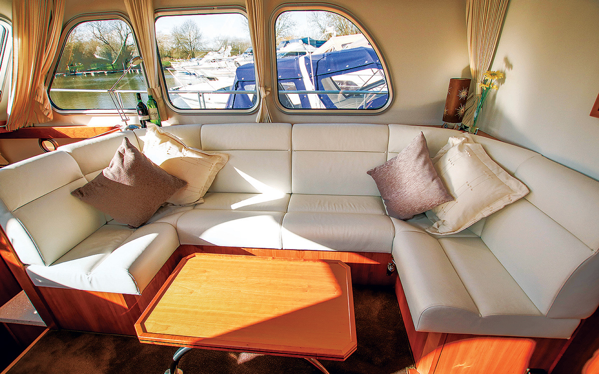 best-riverboats-secondhand-boat-buyers-guide-Aquanaut-Drifter-CS1300-AK-interior