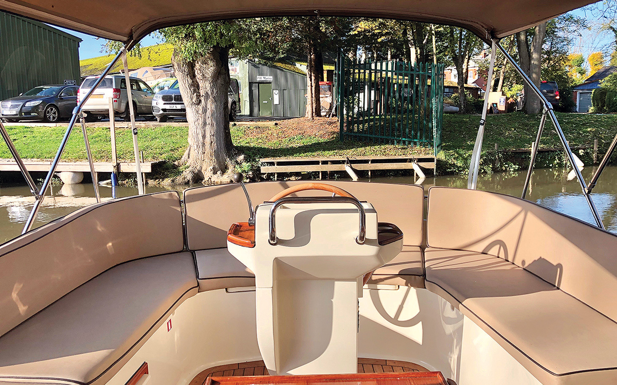 best-riverboats-secondhand-boat-buyers-guide-Intercruiser-27-exterior-helm