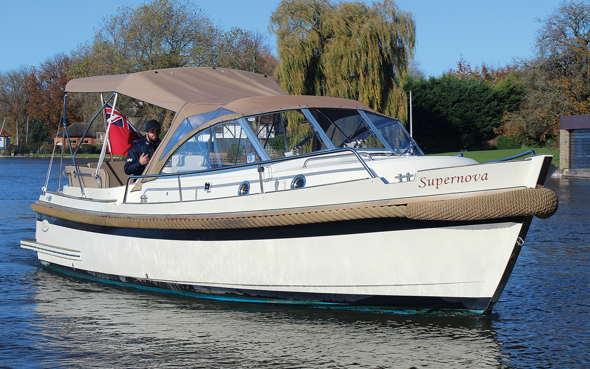 best-riverboats-secondhand-boat-acheteurs-guide-Intercruiser-27-Exterior