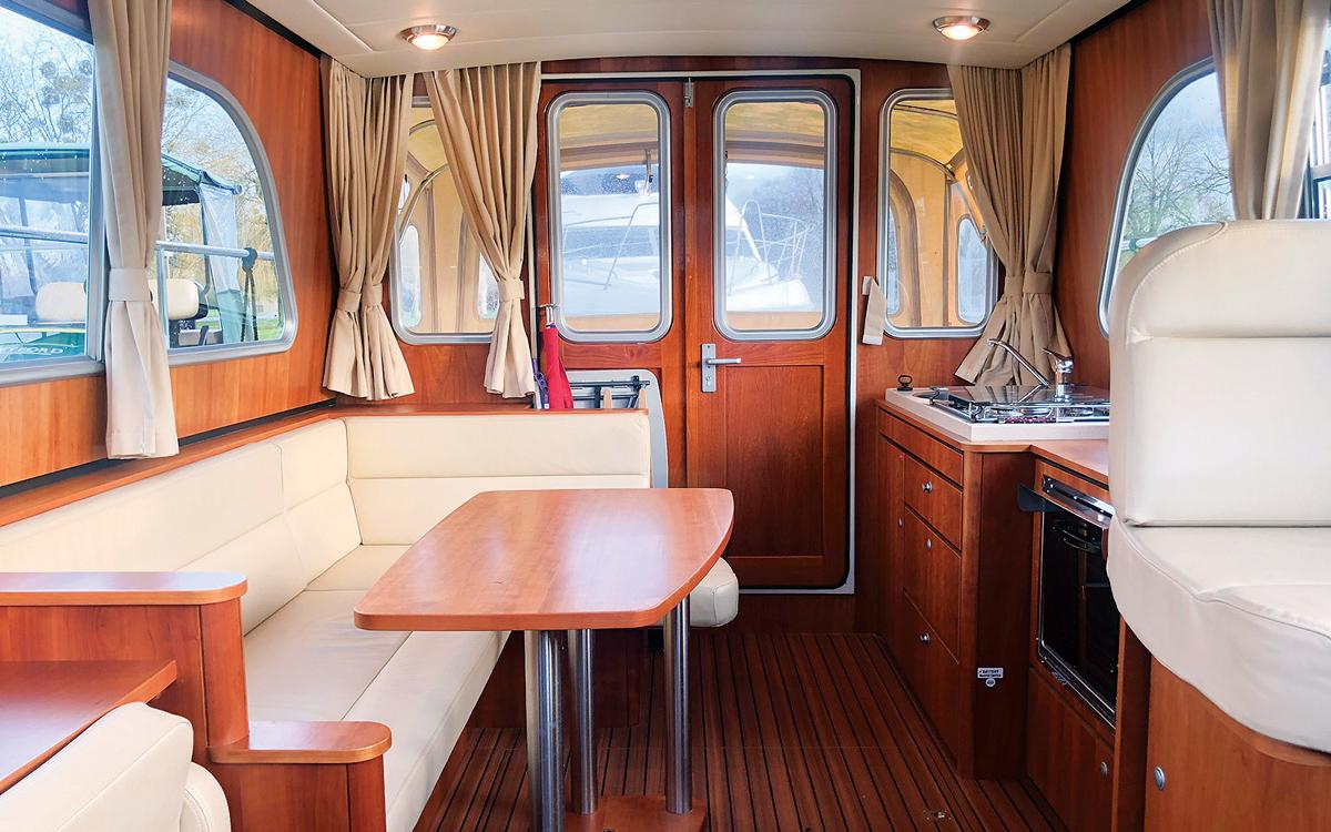 best-riverboats-secondhand-boat-buyers-guide-Linssen-349-sedan-interior