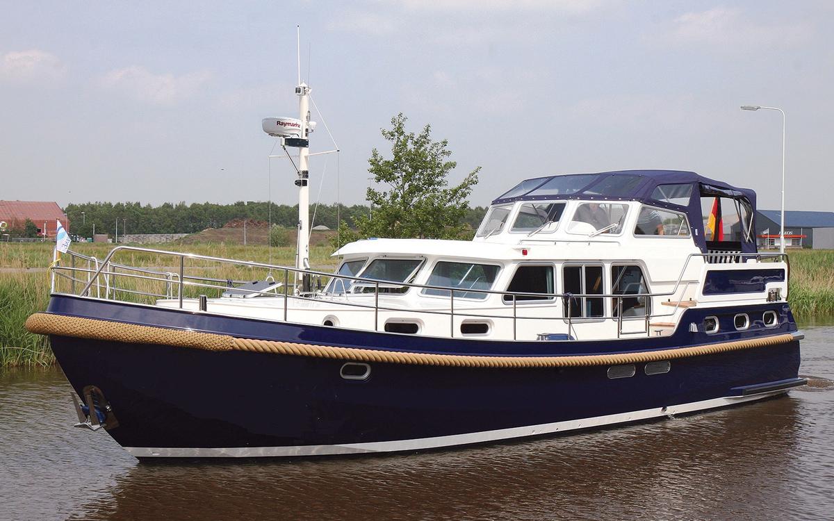 best-riverboats-secondhand-boat-buyers-guide-Stevens-1350-Vlet-exterior