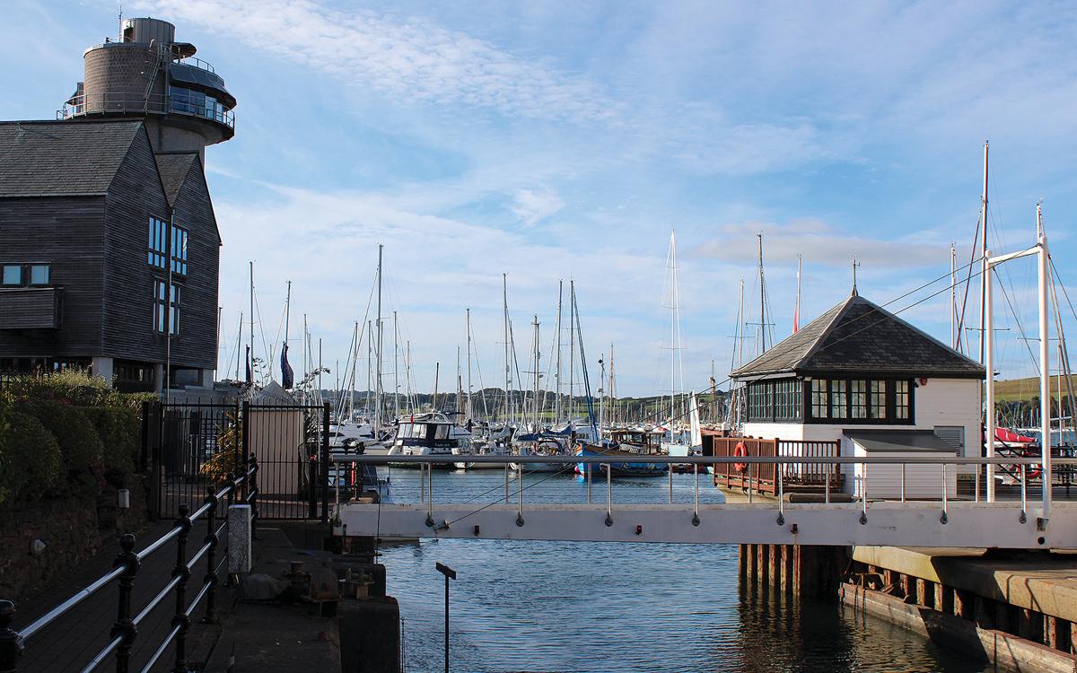 cruising-falmouth-cornwall-berths-Port-Pendennis-lock-gates