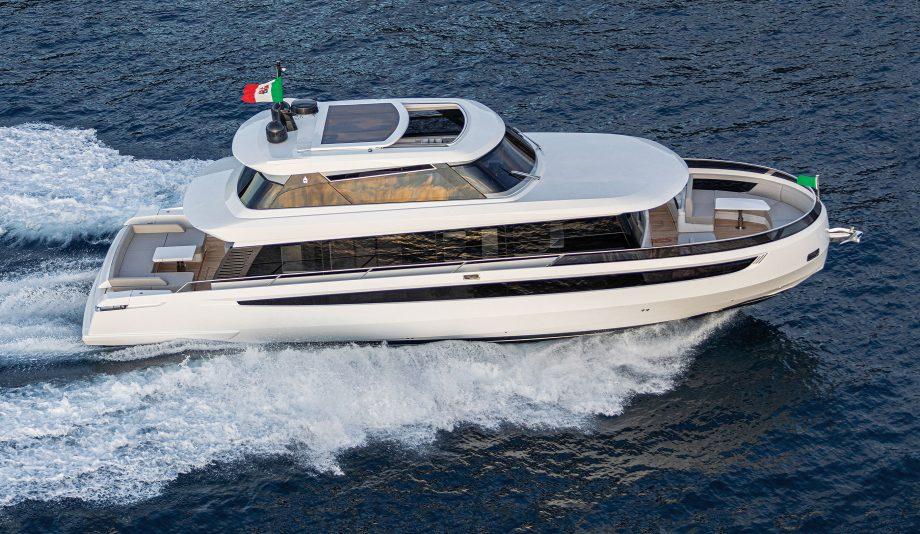 cetera-60-new-yachts-running-shot-hero
