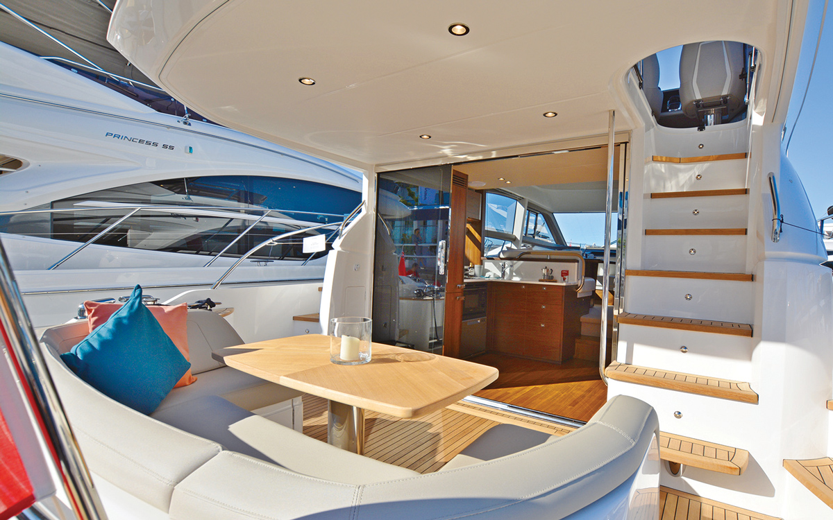 princess-f50-owners-yacht-buying-advice-cockpit