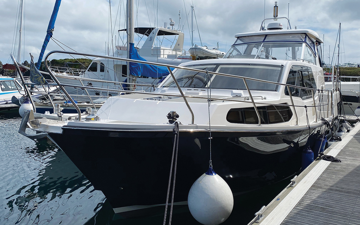 secondhand-boat-buyers-guide-best-all-weather-boats-for-sale-aquastar-430-ac-exterior