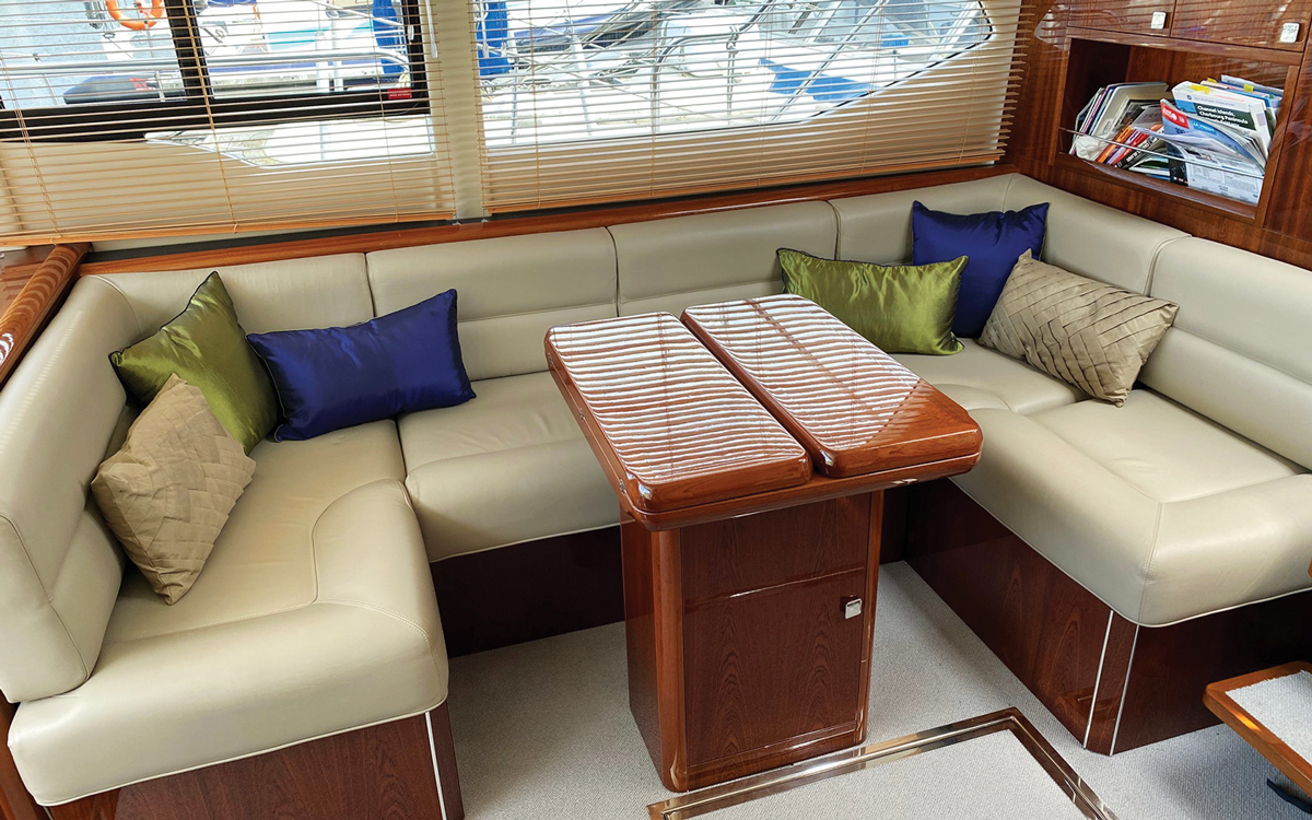 secondhand-boat-buyers-guide-best-all-weather-boats-for-sale-aquastar-430-ac-interior