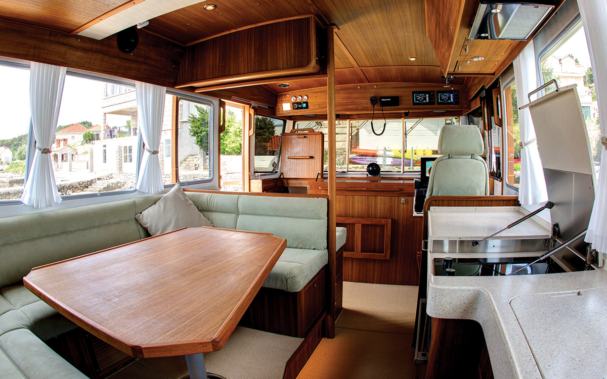 secondhand-boat-buyers-guide-best-all-weather-boats-for-sale-botnia-targa-46-interior-helm