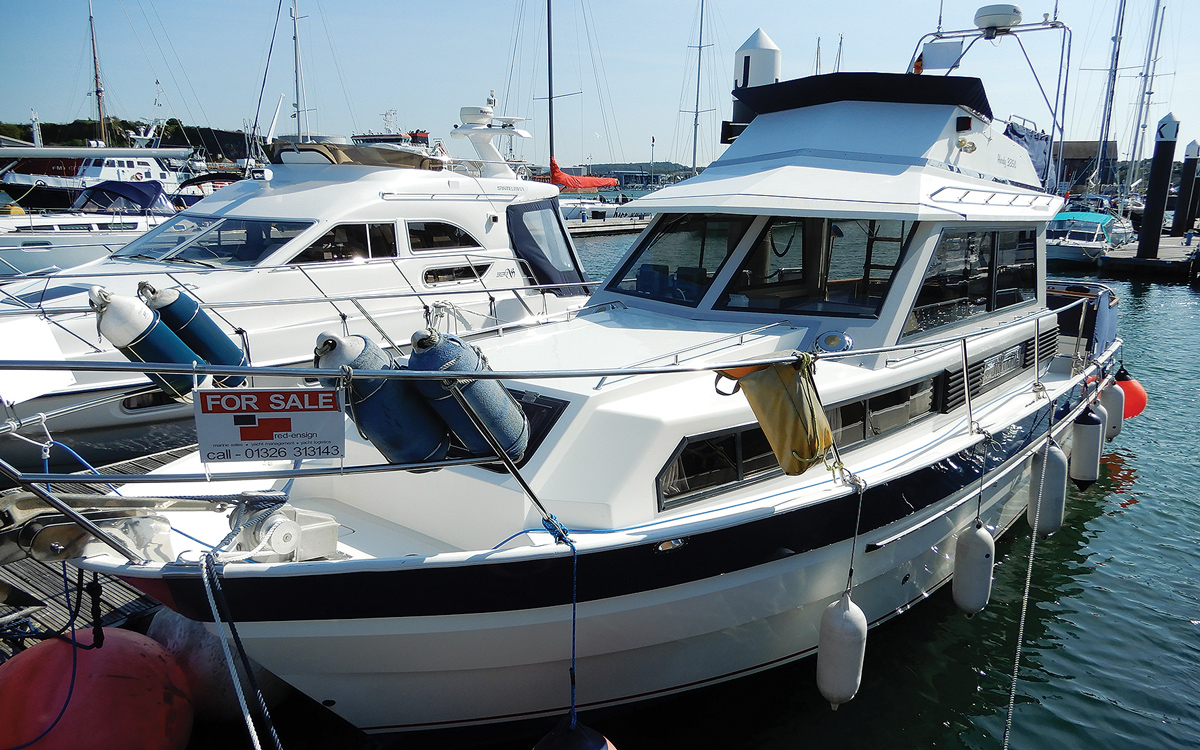 secondhand-boat-buyers-guide-best-all-weather-boats-for-sale-hardy-335s-exterior