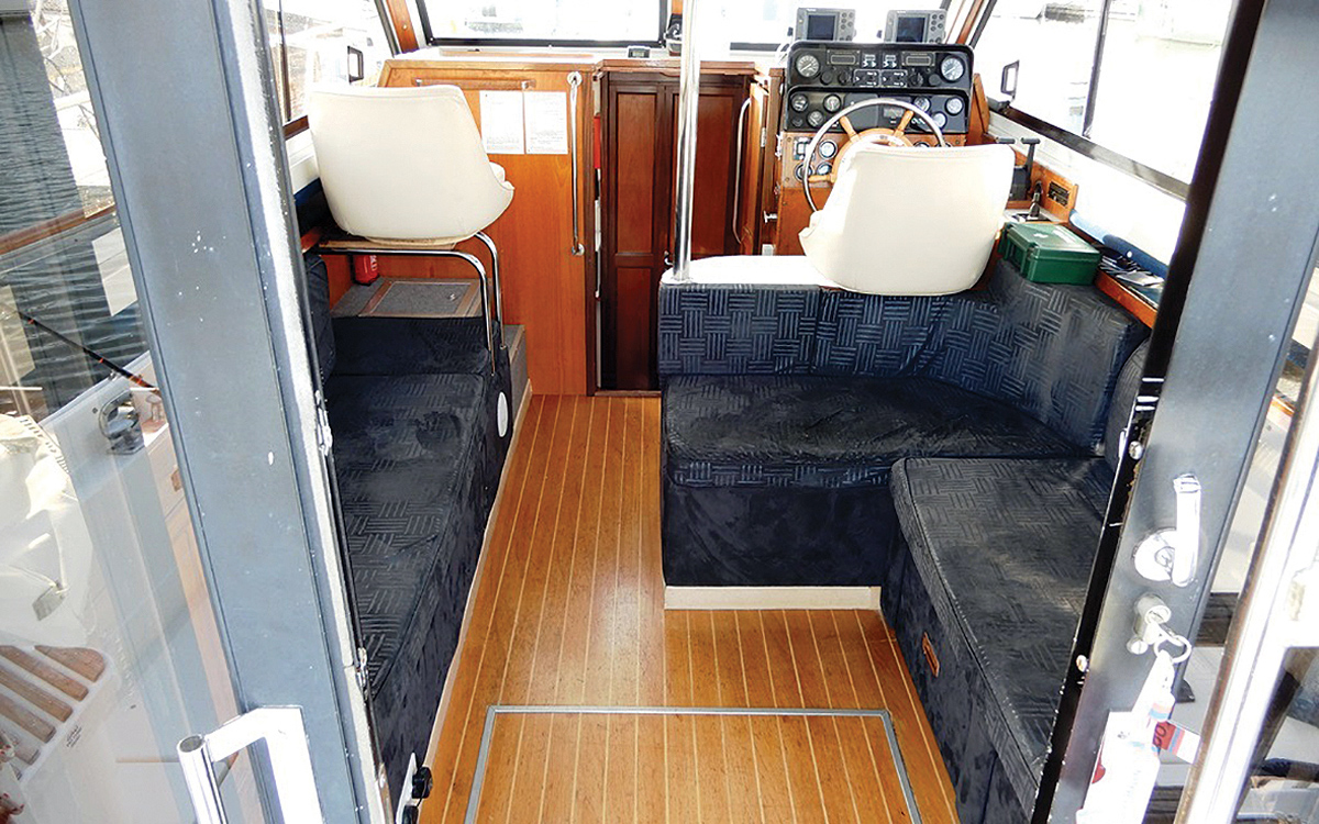 secondhand-boat-buyers-guide-best-all-weather-boats-for-sale-hardy-335s-interior-helm