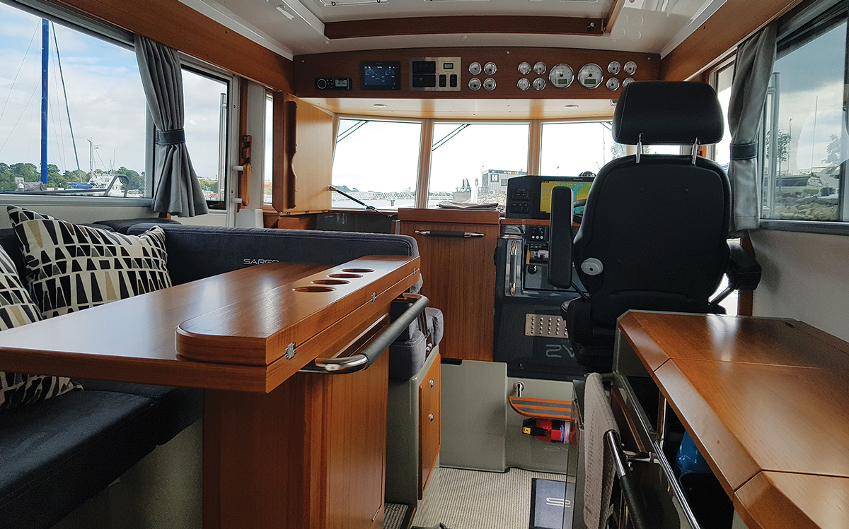 secondhand-boat-buyers-guide-best-all-weather-boats-for-sale-sargo-33-interior-helm