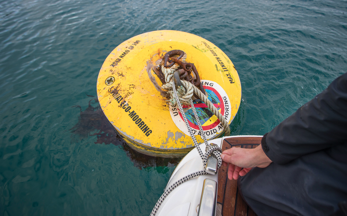 how-to-pick-up-mooring-buoy-solo-stern-to