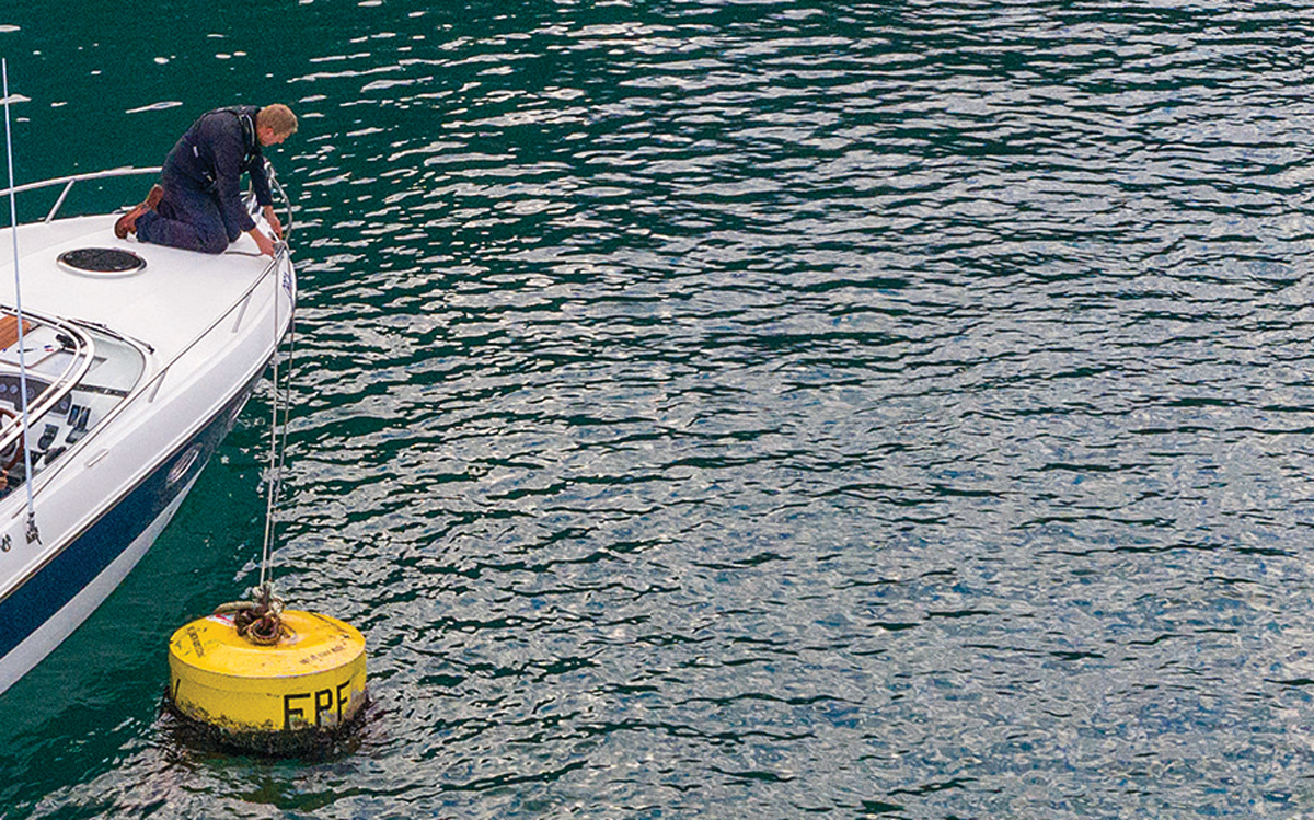 how-to-pick-up-mooring-buoy-solo-video-bow-line