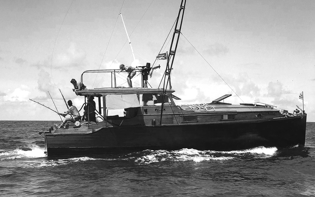 hemingway-boat-pilar-side-view