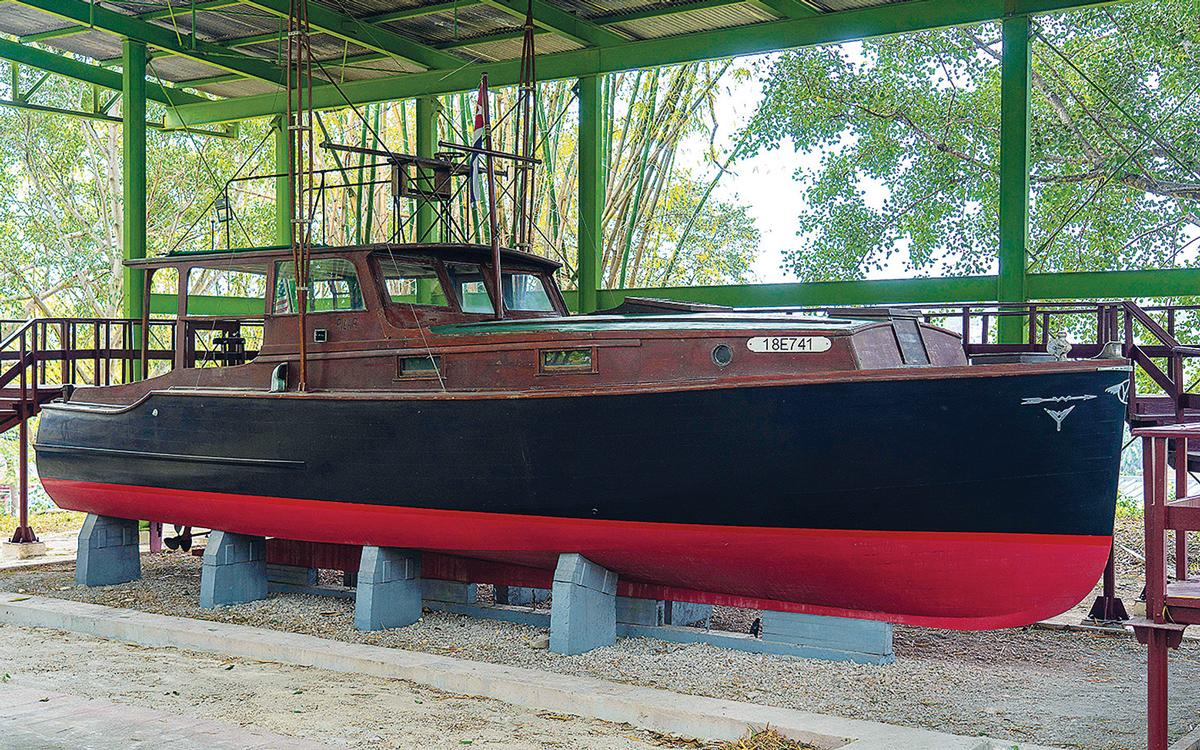 hemingway-boat-replica-pilar-laid-up