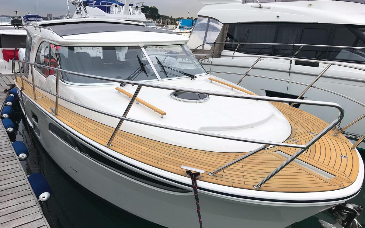 james-may-boat-marex-310-exterior