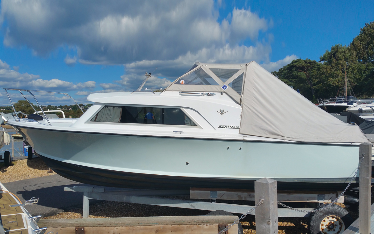 best-practical-classic-boats-for-sale-bertram-25-exterior
