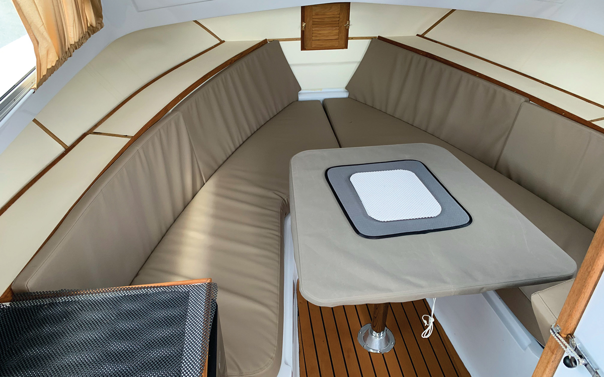 best-practical-classic-boats-for-sale-bertram-25-interior