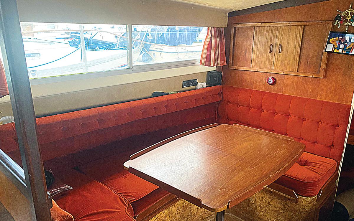 meilleurs-pratiques-bateaux-classiques-a-vendre-fairline-mirage-29-interieur-saloon