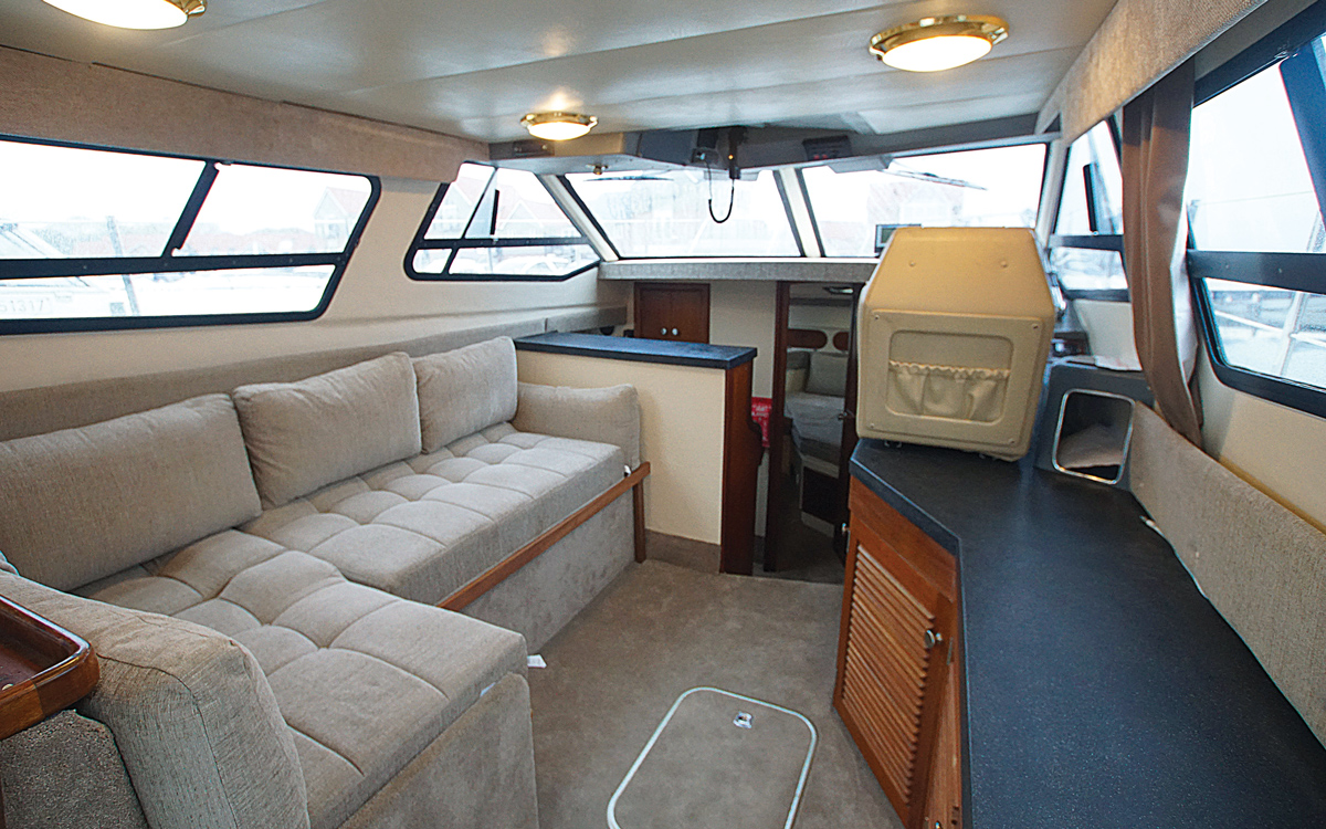 best-practical-classic-boats-for-sale-sealine-305-statesman-interior-saloon