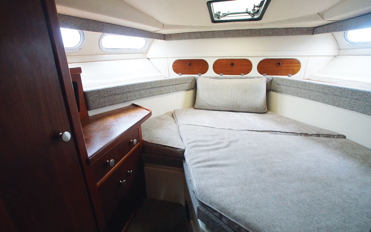 best-practical-classic-boats-for-sale-sealine-305-statesman-interior
