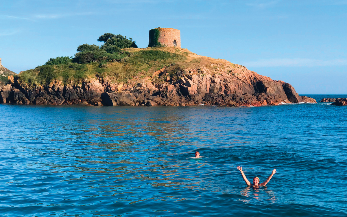 portlete-janvrins-tomb-swimming-jersey-credit-victoria-hall