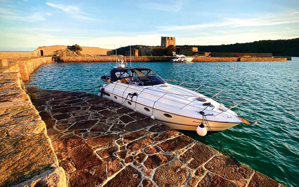 channel-islands-boating-st-aubins-fort-jersey-credit-victoria-hall