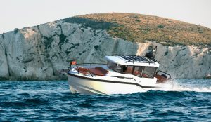 dromeas-d28-suv-new-boats-first-look-hero