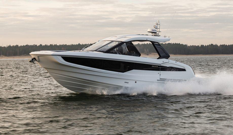 galeon-325-gto-first-look-new-yachts-running-shot-hero