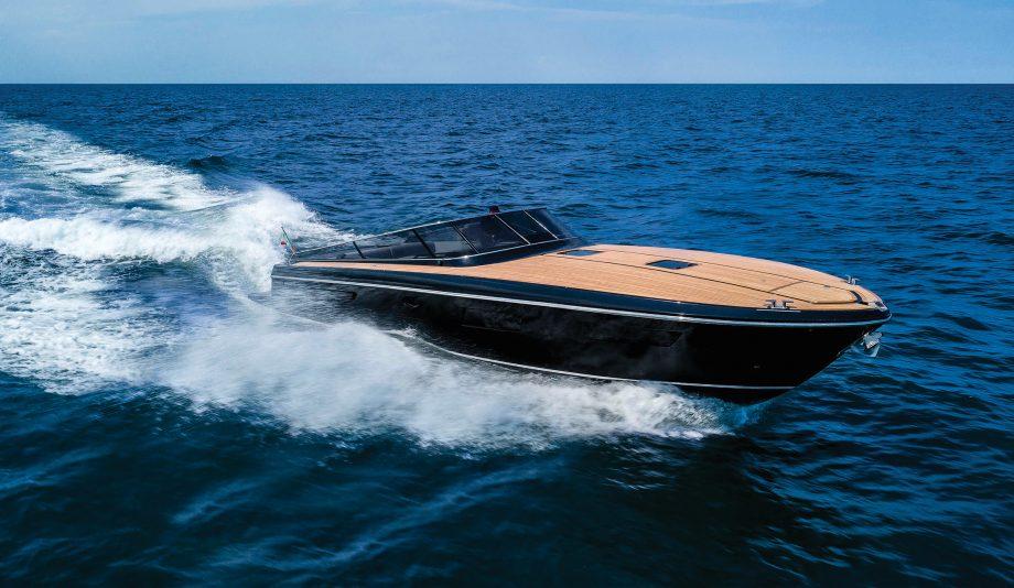 itama-45s-first-look-new-boats-exterior-running-shot-hero