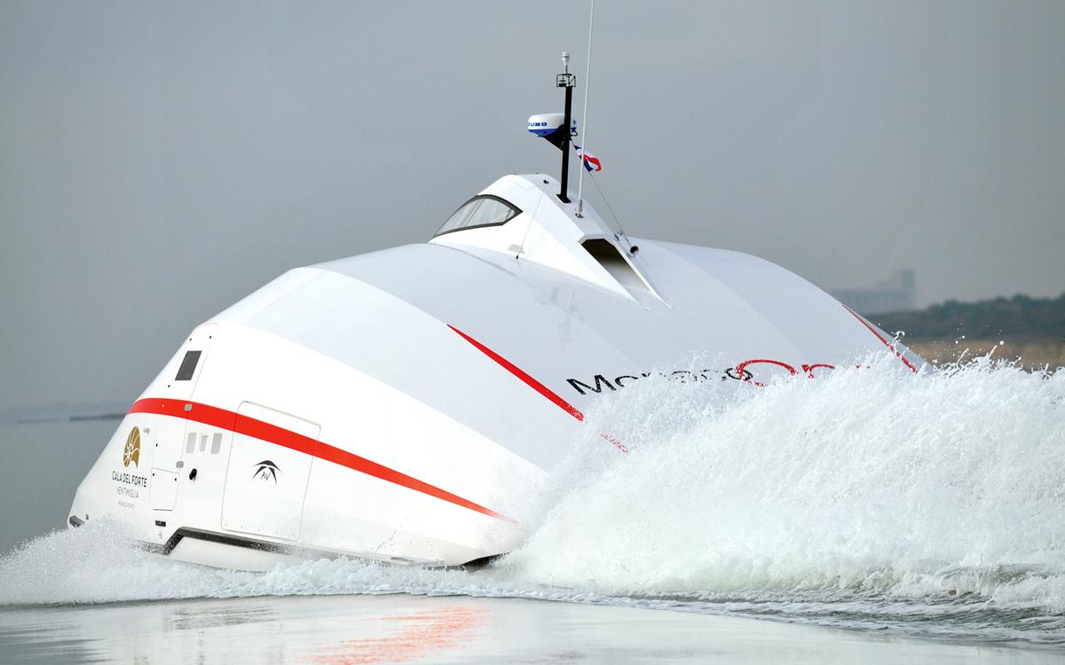 a2v-catamaran-aft-running-shot