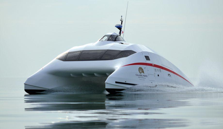 aerocat-catamaran-running-shot-hero