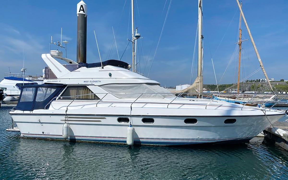 best-40ft-flybridge-yacht-for-sale-princess-388-exterior