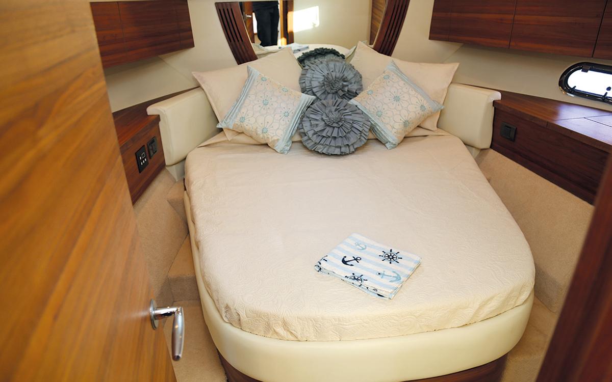 best-40ft-flybridge-yacht-for-sale-sealine-425-cabin