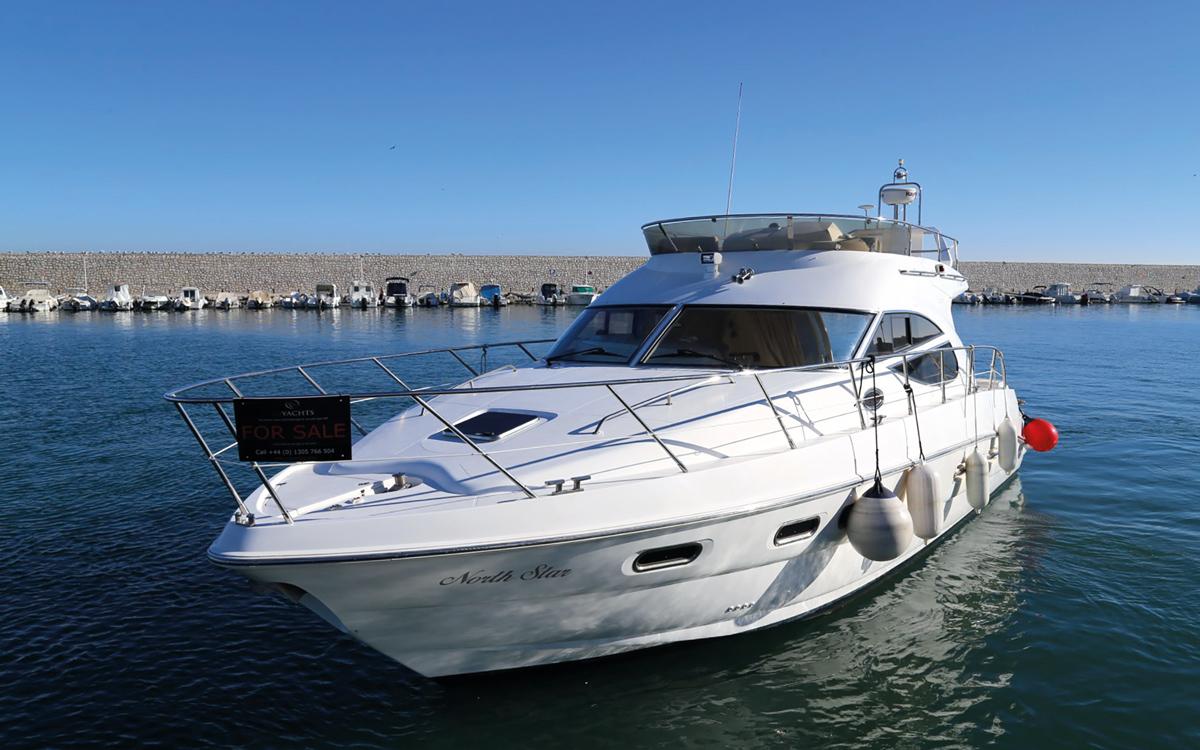 best-40ft-flybridge-yacht-for-sale-sealine-425-exterior