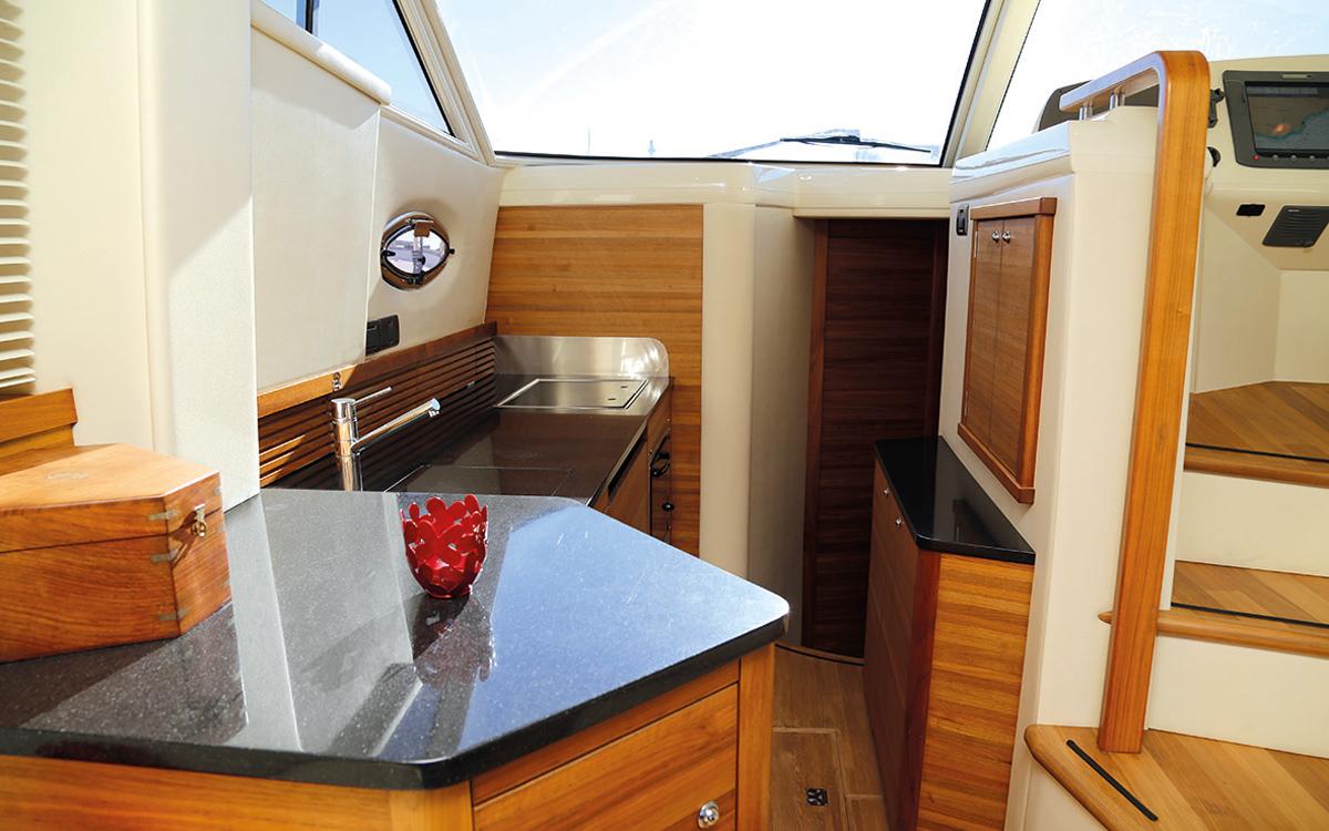 best-40ft-flybridge-yacht-for-sale-sealine-425-galley