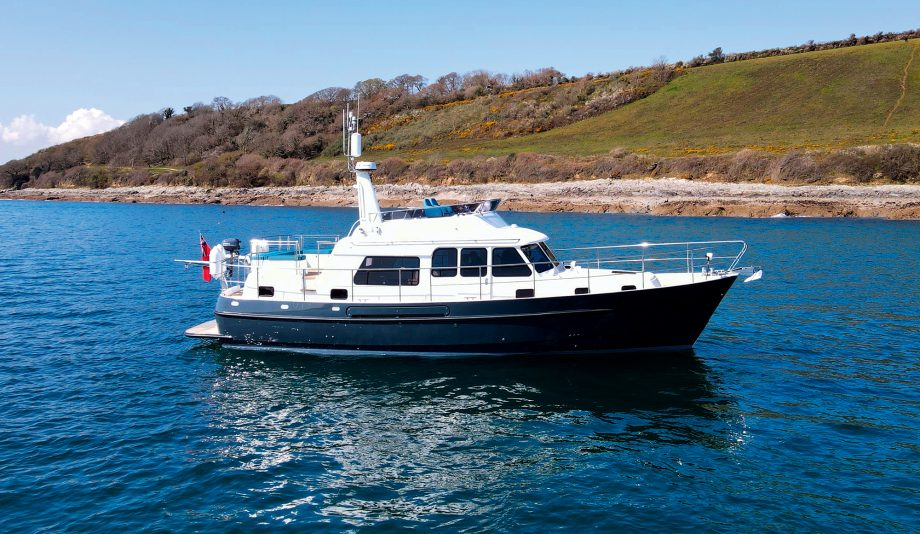 hardy-42-hybrid-yacht-exterior-hero