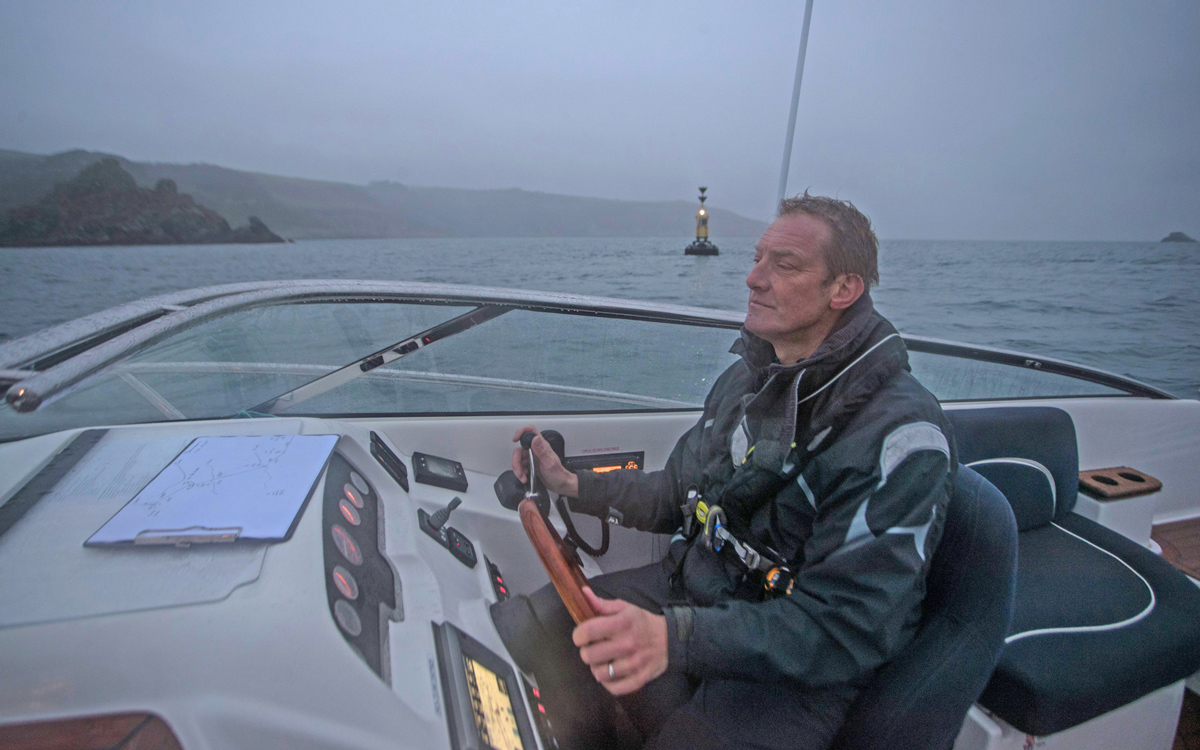 how-to-use-pilotage-skills-to-enter-any-harbour-light-characteristics