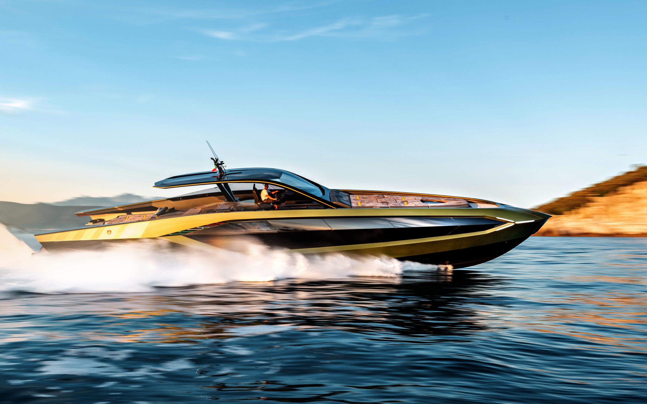 Lamborghini-boat-delivered-running-shot-credit-tecnomar